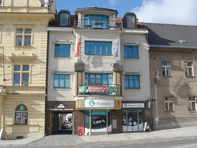 BUDOVA na náměstí TGM v Příbrami čp. 157-I. Obytný dům, v přízemí jsou obchodní prostory.