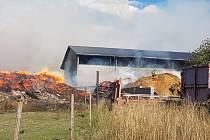 Požár štěpky v Rožmitále pod Třemšínem 26. srpna 2020.