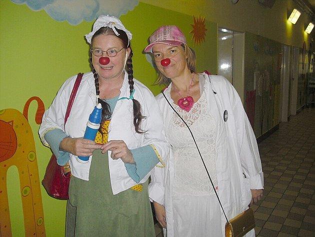 HEREČKY klaunice. Zleva Mirka Vydrová a Petra Lustigová.