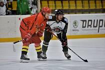 Hokejisté Příbrami (vpravo) porazili China Golden Dragons 19:2.