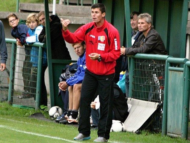 Trenér Pavel Pilík kombinuje svou profesionální kariéru s trénováním Luhů, čtvrtého týmu okresního přeboru.