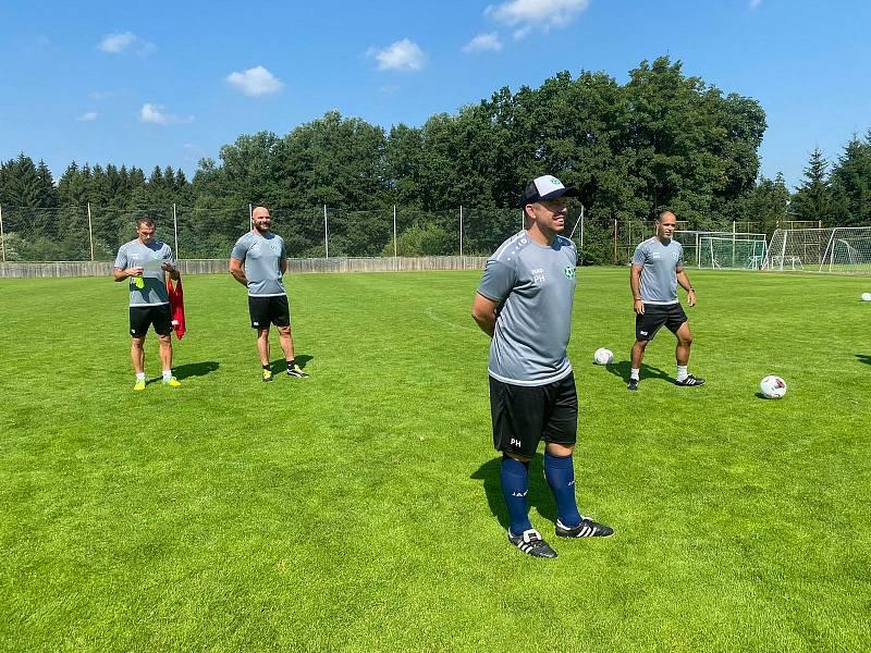 Trenér Příbrami Pavel Horváth (v čele) spolu se svými kolegy během letní přípravy na sezonu 2020/2021