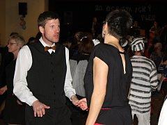 Ochotnický ples byl plný skvělých masek a návštěvníci se opravdu bavili.