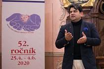 V rámci 52. ročníku Hudební festival Antonína Dvořáka v Příbrami měl vystoupit mimo jiné i indický dirigent Debashish Chaudhuri.