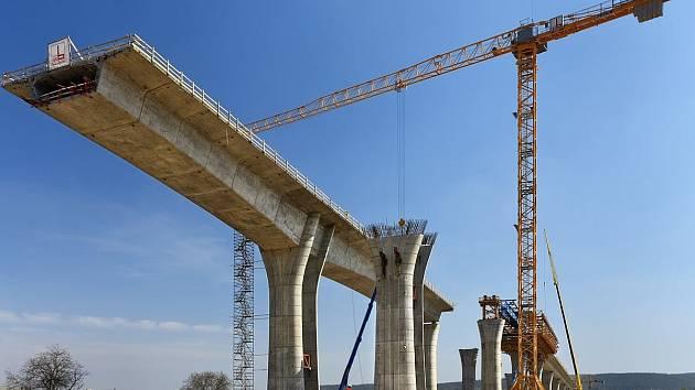 Ministerstvo dopravy vybírá čtyři konsorcia, která budou soutěžit o dostavbu a provoz 32 kilometrů dálnice D4.