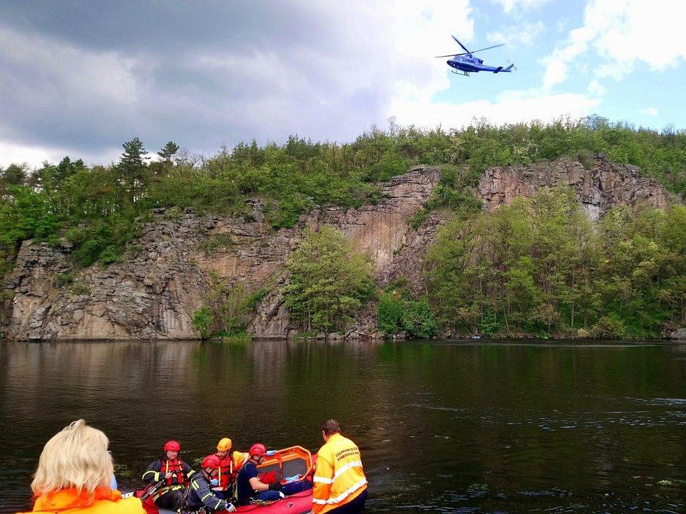 Záchranná akce se odehrávala v nepřístupném terénu.