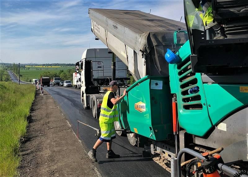 Opravy hlavního silničního tahu I/4 na Příbramsku.