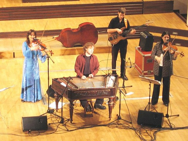 Brněnská kapela Cimbal Classic.