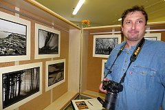 Fotografové, příbuzní a přátelé byli s autorem výstavy alespoň v myšlenkách. Foto: Marie Břeňová