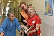 Zdravotní klauni jezdí do příbramské nemocnice pravidelně.