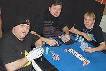 Compromysh se nechali vyfotit u pokerového stolu