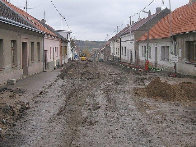 Stav Mariánské ulice svědčí o tom, kolik je ještě třeba udělat práce.