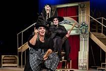 Poslední letošní premiéra příbramské divadla budou Soudné sestry Terryho Pratchetta.