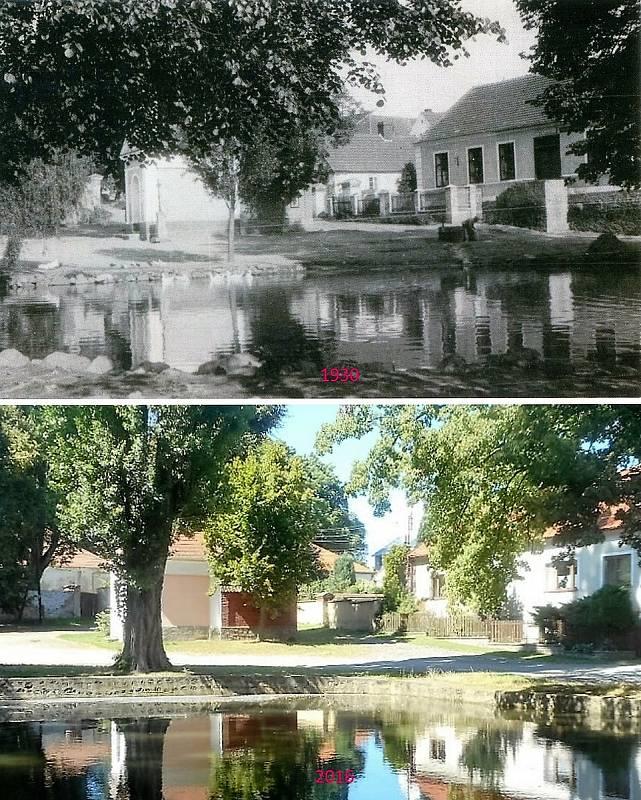 Buková u Příbramě - Pohled přes rybníček, vlevo kaplička, vpravo U Hesů.