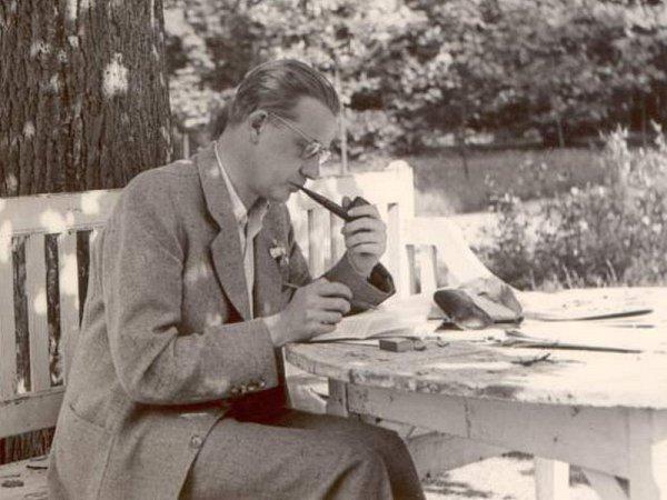 FERDINAND PEROUTKA, Čapkův přítel a častý host na Strži, měl ivlastní pokoj vpodkroví zvaný Peroutkárna.