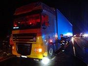 Požár nákladního automobilu na silnici mezi obcemi Věšín a Míšov.