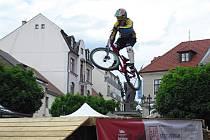 Svatohorský Downtown, sjezd na horských kolech centrem města Příbram.