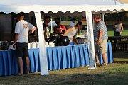 V pátek 17. srpna v Dobříši začal další ročník Mezinárodního kynologického festivalu. Páteční večer po programu využili účastníci k tréninku a nabírání sil před sobotním závodem.