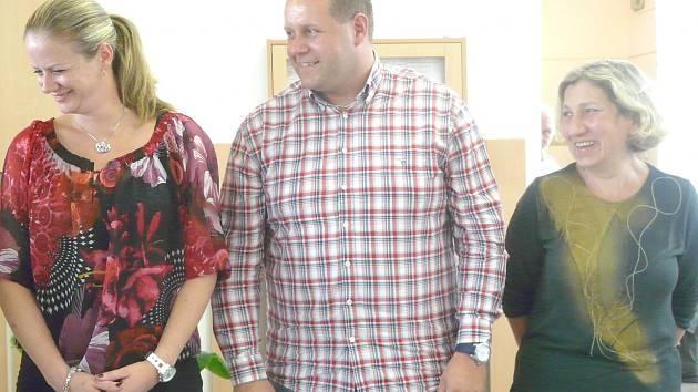 ZLATOU pozici si vybojovala v soutěži ředitelů Ivana Pučková z Kamýku (na snímku vpravo).