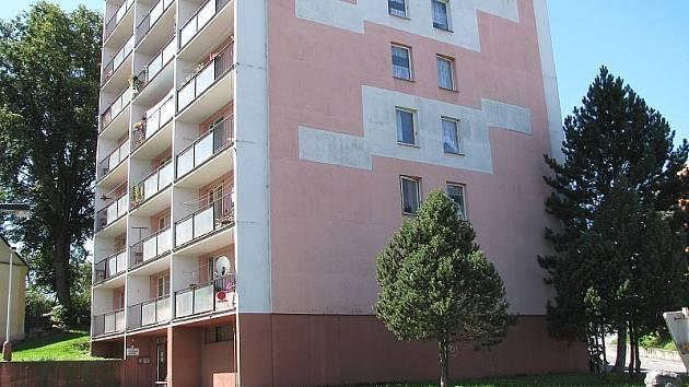 V Březnici je dům se zhruba 40 byty s pečovatelskou službou. Před dvěma lety vyrostl ve městě nový dům se 17 chráněnými byty. I tyto byty jsou přidělovány podle podobného schématu. Řady zájemců o podobné bydlení jsou dlouhé už z toho důvodu, ž