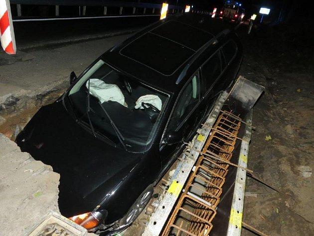 Dopravní nehoda na silnici I/18 v katastru obce Vojkov na Sedlčansku.