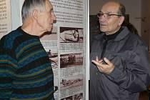 SEDLČANSKÝ historik Jiří Páv (vlevo) a fotograf Ladislav Hadraba ve svých více než osmdesáti letech hodně pamatují a dokáží zajímavě vyprávět. Jsou dobrými přáteli. Historik je studnicí informací o regionu a fotograf obohatil archiv muzea mnohými snímky.