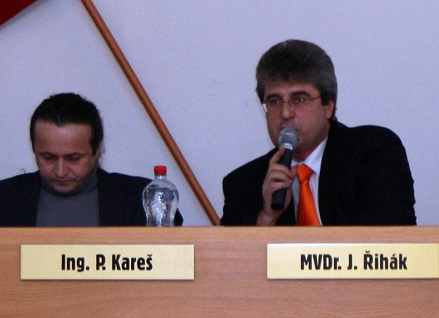 Na mimořádném zasedání zvolili zastupitelé dva nové místostarosty a jednoho člena rady města
