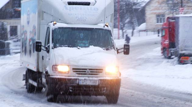 Na Příbramsku napadlo v noci na středu 11. února až patnáct centimetrů sněhu, silný vítr vytvářel závěje.