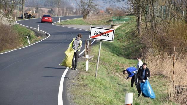 Víkendového úklidu se v Příbrami zúčastnilo 120 dospělých a na čtyři desítky dětí.