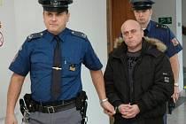 Z brutálního znásilnění se před trestním senátem Krajského soudu v Praze zpovídá 39letý recidivista Robert Diviš.