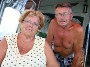 Kempy na Orlické přehradě ožily. Klidnější jsou Popelíky, zato na Trhovkách potkáte i souseda. Eva a Miroslav Buřtovi na Popelíky jezdí čtyřicet let.