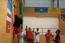 Volejbalisté Vavexu Příbram zahájili přípravu. Měřili dosah výskoku - ze tří kroků a z místa.