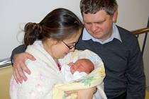 Jiří Synáček se narodil ve čtvrtek 15. listopadu. vážil 3,35 kg a měřil 52 cm. Radost z nejmladšího člena rodiny mají maminka Jana, tatínek Petr a tříapůlletá sestřička Evička z Černošic.
