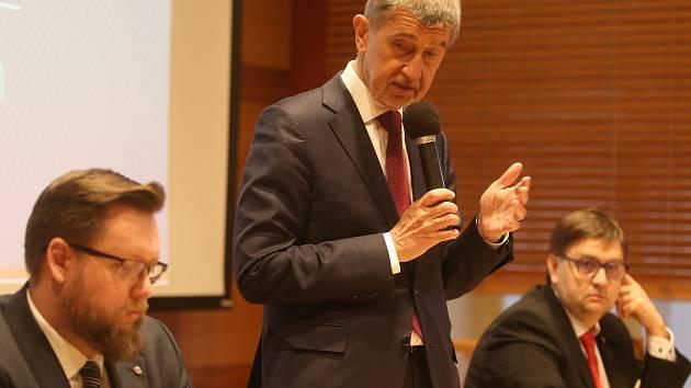 Ze setkání premiéra s občany Příbrami se v budově radnice.