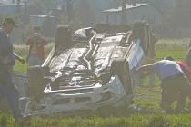 Emil Triner příbramskou rally nedojel, skončil u Podlesí na střeše. Z nehody vyvázl bez zranění.