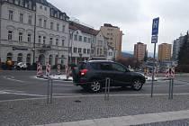 Kruhový objezd na náměstí T. G. Masaryka v Příbrami.
