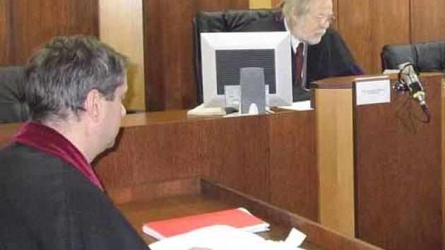 Hlavní líčení u soudu v Příbrami.