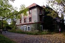 Bývalý penzion v areálu kasáren byl svého času, než ho zabrala armáda, častým cílem výletníků na Rožmitálsku.