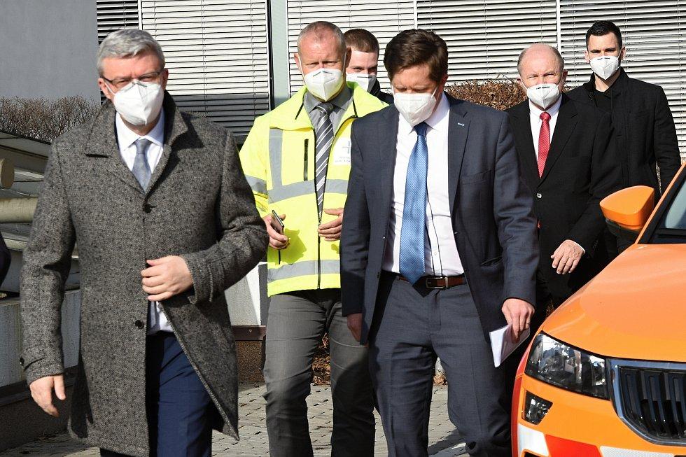 Z tiskové konference v Praze ohledně plánů na budování a rekonstrukce dálnic a silnic I. třídy.