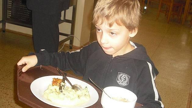 Školní jídelna V Zátiší v Příbrami vaří z biopotravin.