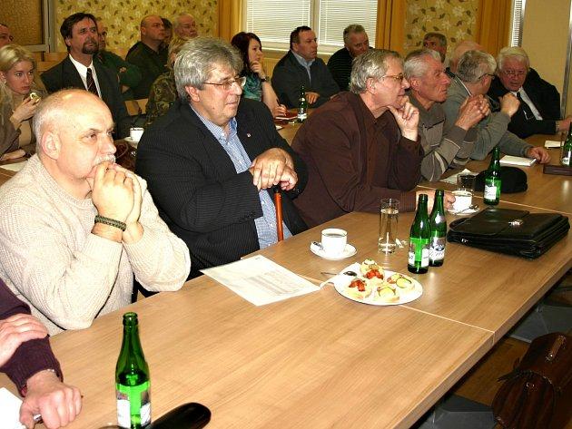 Starostové a zástupci krajů na úterním jednání v Jincích.