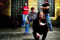Skupina Keks, zpívající kytarista Štěpán Kojan úplně vpředu.