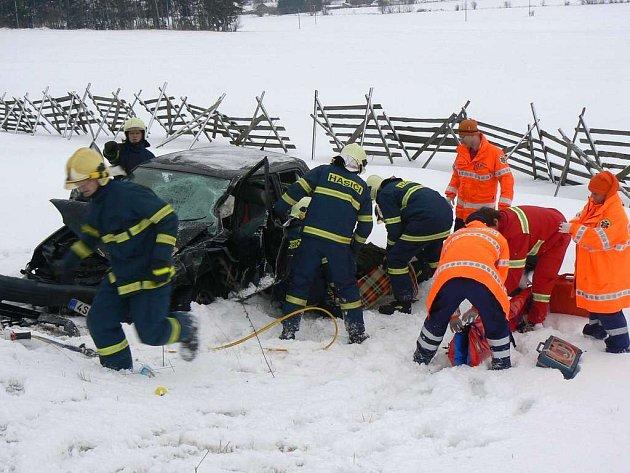 Zásahy hasičů u dopravních nehod jsou stále častější.