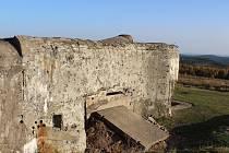 """Majetek bývalého vojenského újezdu by měl zůstat v rukou státu. Pěchotní srub CE """"Benešák"""" na Houpáku."""