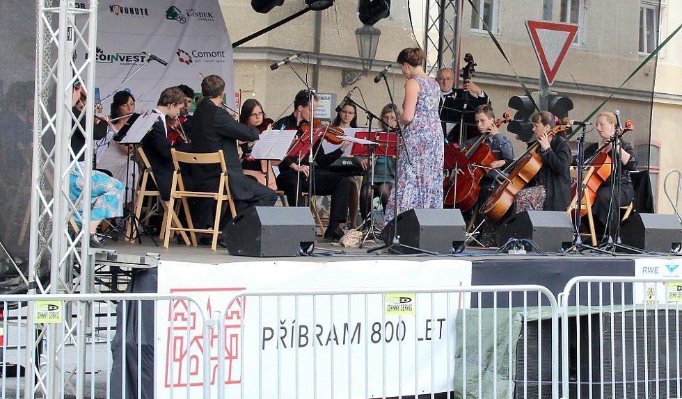 Sobotní hornické slavnosti na Březových Horách, jejichž součástí bylo otevření nové dlouho připravované výstavní expozice na Anně. Příbramská filharmonie.