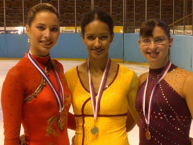 Tři nejlepší krasobruslařky MČR - zleva: Hana Charyparová, Nella Simaová a Klára Nováková.