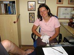 Lékařka Barbora Daňhová ve své ordinaci