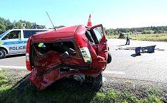 NEHODA 31.8. u Višňové - řidička přehlédla, že auto před ní odbočuje vlevo. Při nehodě bylo jedno lehčí zranění a jedno těžké.