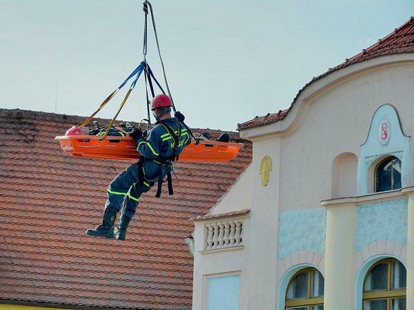Profesionální hasiči vDobříši pomáhají už čtyřicet let.