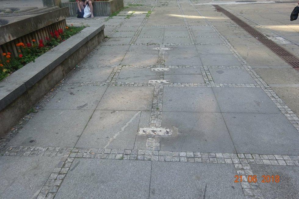 Rekonstrukce pěší zóny Cíl, známější jako Křižáky, se podle obyvatel Příbrami příliš nepovedla. Takhle vypadala pěší zóna Cíl před rekonstrukcí.